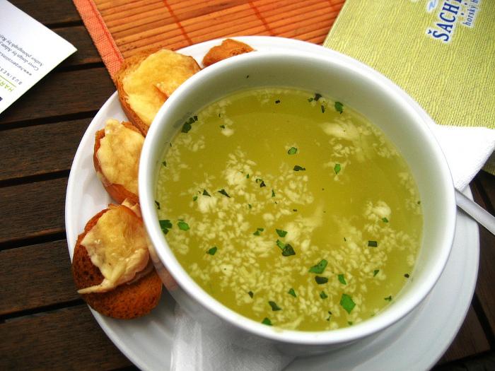 czosnkowa zupa