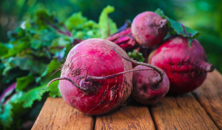 Poznaj 12 powodów dla których warto jeść czerwone buraki ✅✅