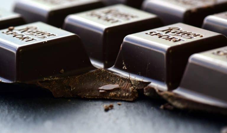 Najnowsze badania wskazują, że codzienne jedzenie czekolady dobrze wpływa na nasz mózg! 🍫