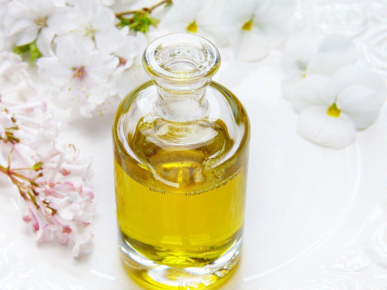 Olejek rycynowy – właściwości, zastosowanie i najważniejsze porady